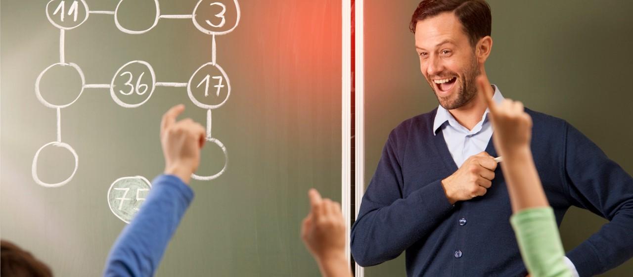 Lehrer vor Klasse